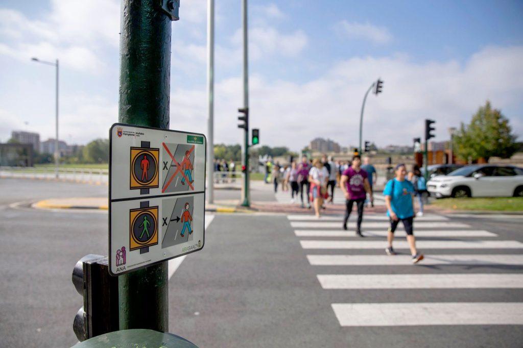 La ciudad de Pamplona introduce pictogramas para facilitar la autonomía de las personas con autismo